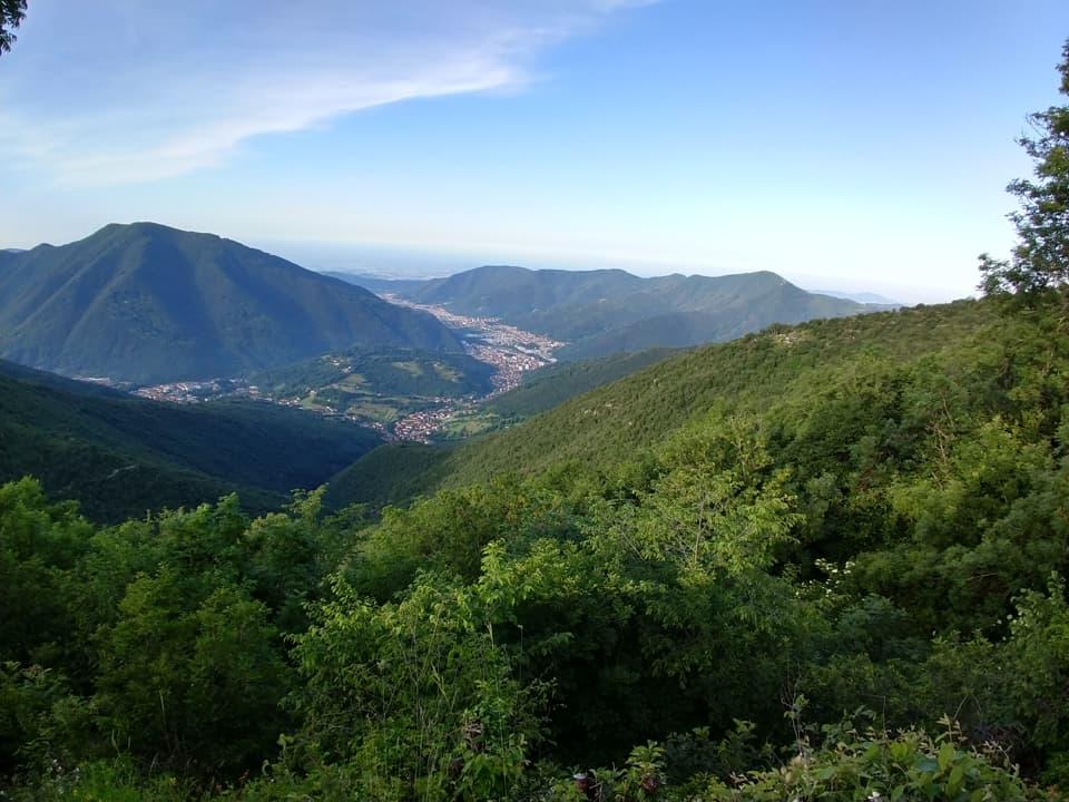 Il panorama è davvero splendido e consente di ammirare la media Valle Trompia