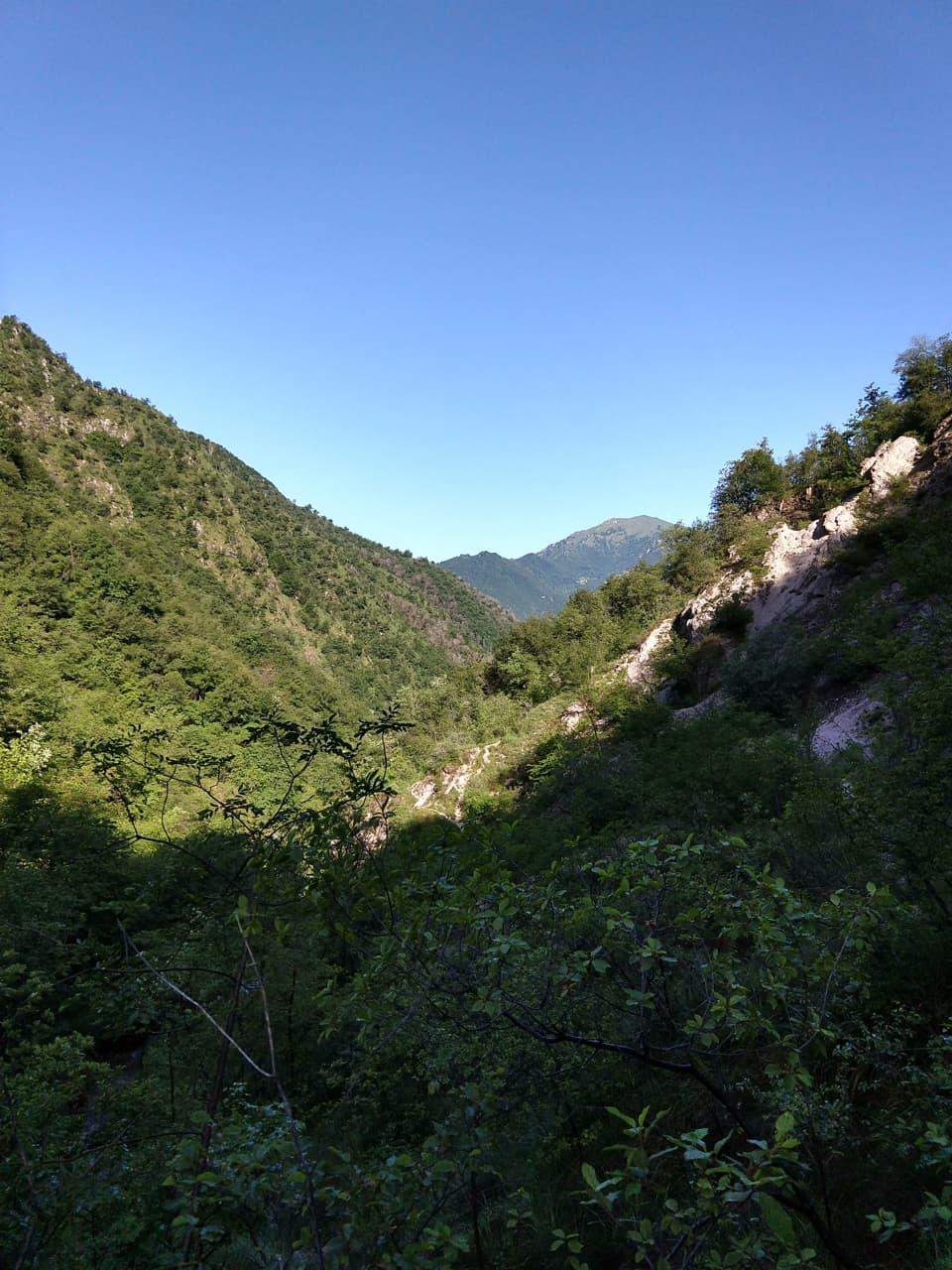 La vallata è molto stretta ma nel complesso piacevole da percorrere e rilassante