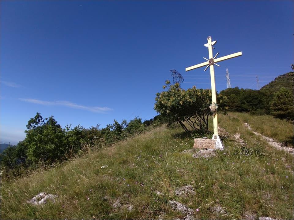 Ed ecco la Crocetta situata sul versante che sovrasta l'abitato di Cortine di Nave