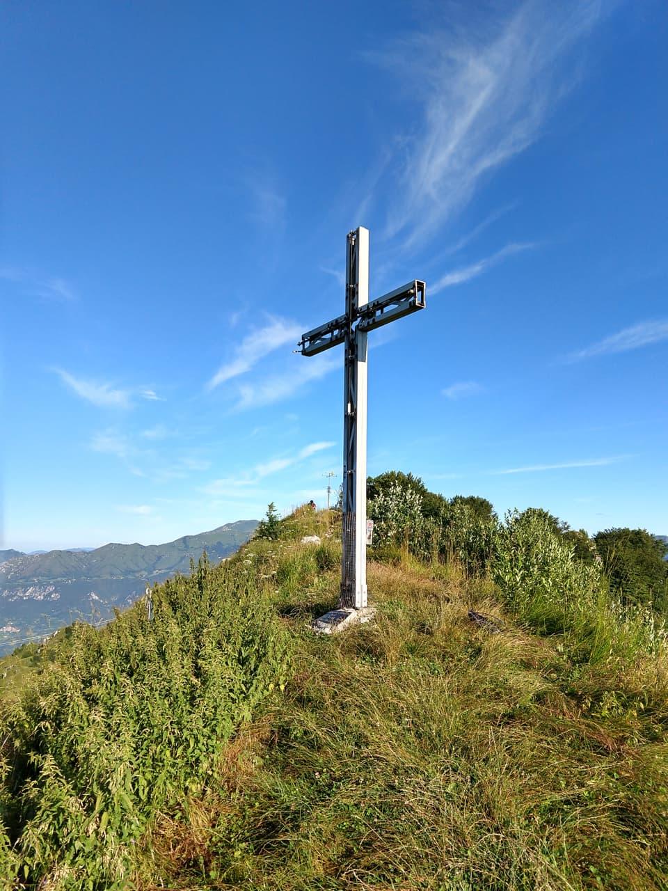 Ecco la Croce di Vetta della Corna di Savallo, qui siamo in territorio valsabbino