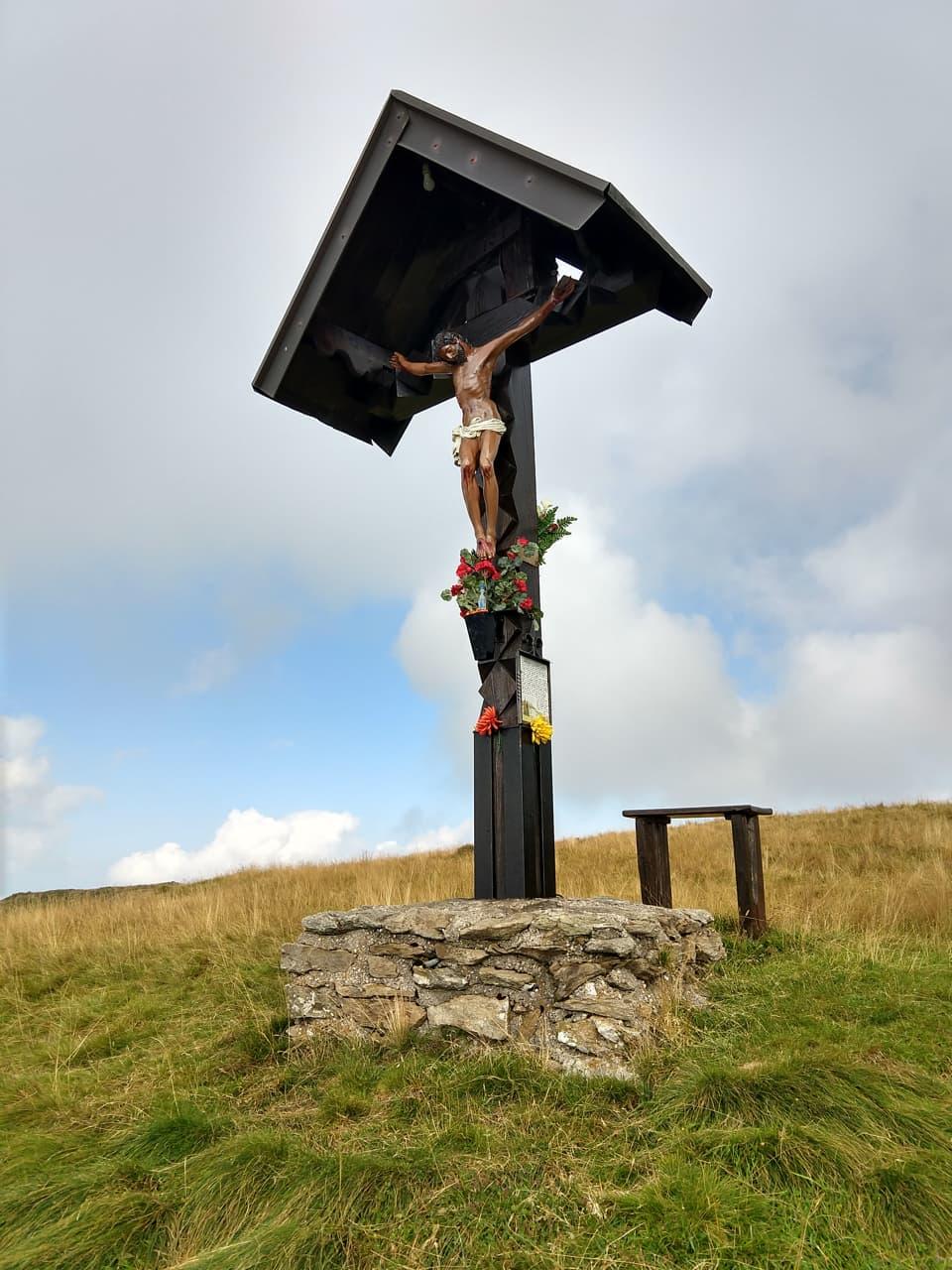Molto bella questo Crocifisso in legno che domina sull'abitato di Pezzaze
