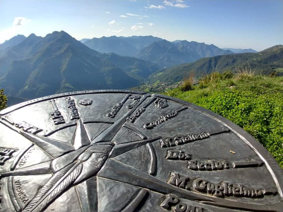 Dalla vetta del Pergua è possibile ammirare le vicine montagne della Valle Trompia