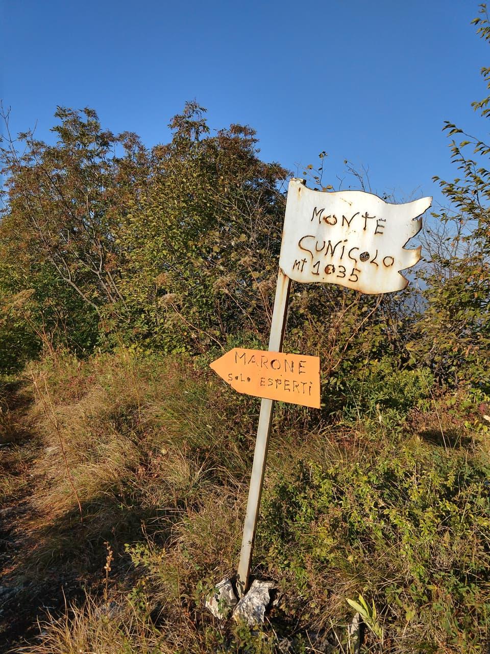 La cima del Cunicolo è circondata da vegetazione ma in questo caso la soddisfazione è proprio la salita
