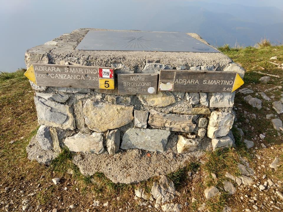E' possibile raggiungere questa vetta anche da Adrara San Martino con minor dislivello complessivo