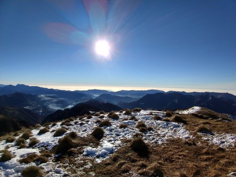 Il panorama è davvero spettacolare, da qui posso osservare la Valle Sabbia e le montagne di Lodrino