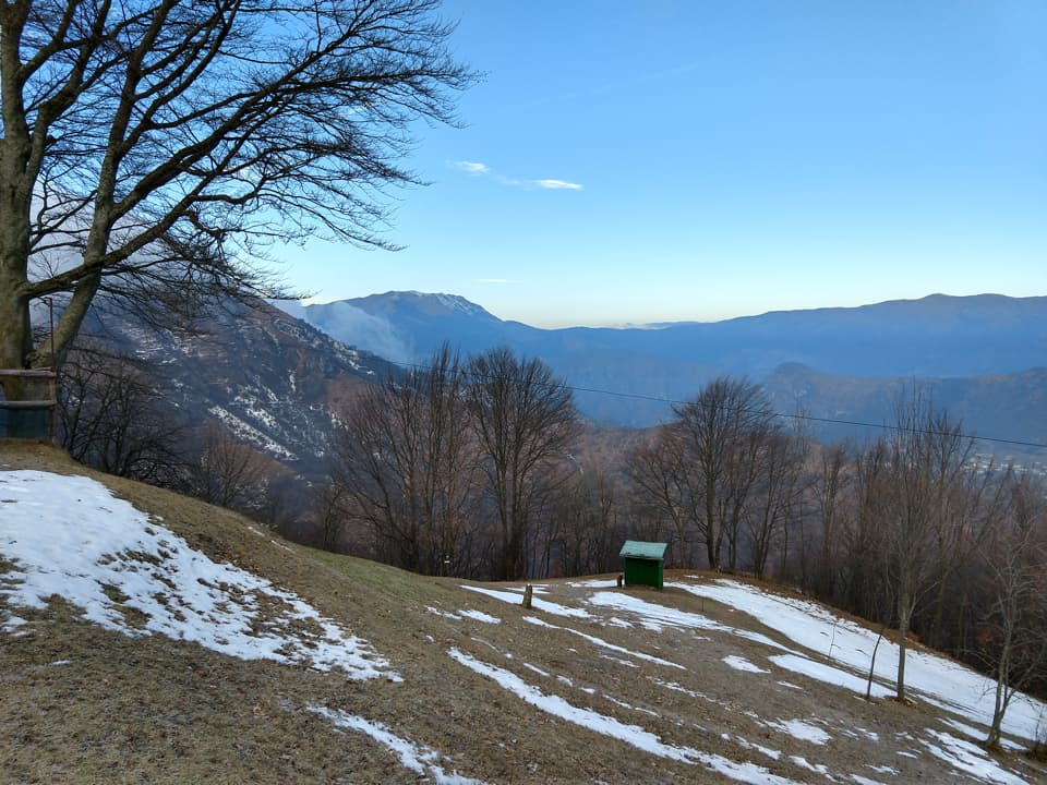 Giunti al bel roccolo Morandi il cielo cambia completamento aspetto, finalmente!