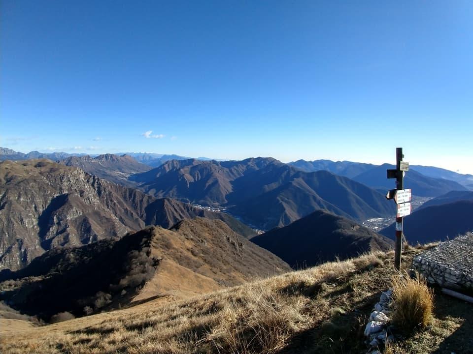 Ancora uno sguardo verso la valle per ammirare le lontane cime della mia Lodrino