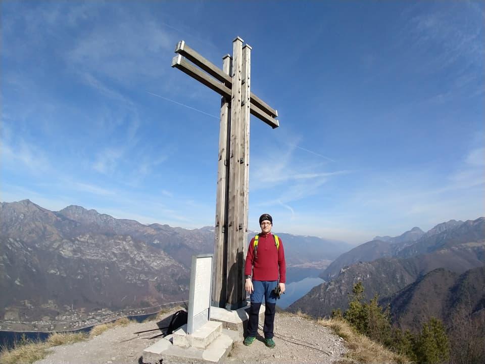 Eccomi al cospetto di questa bellissima ed imponente Croce di vetta