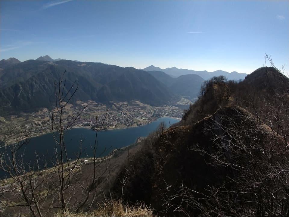 Il lago ed il centro abitato di Idro visto dal Monte Canale