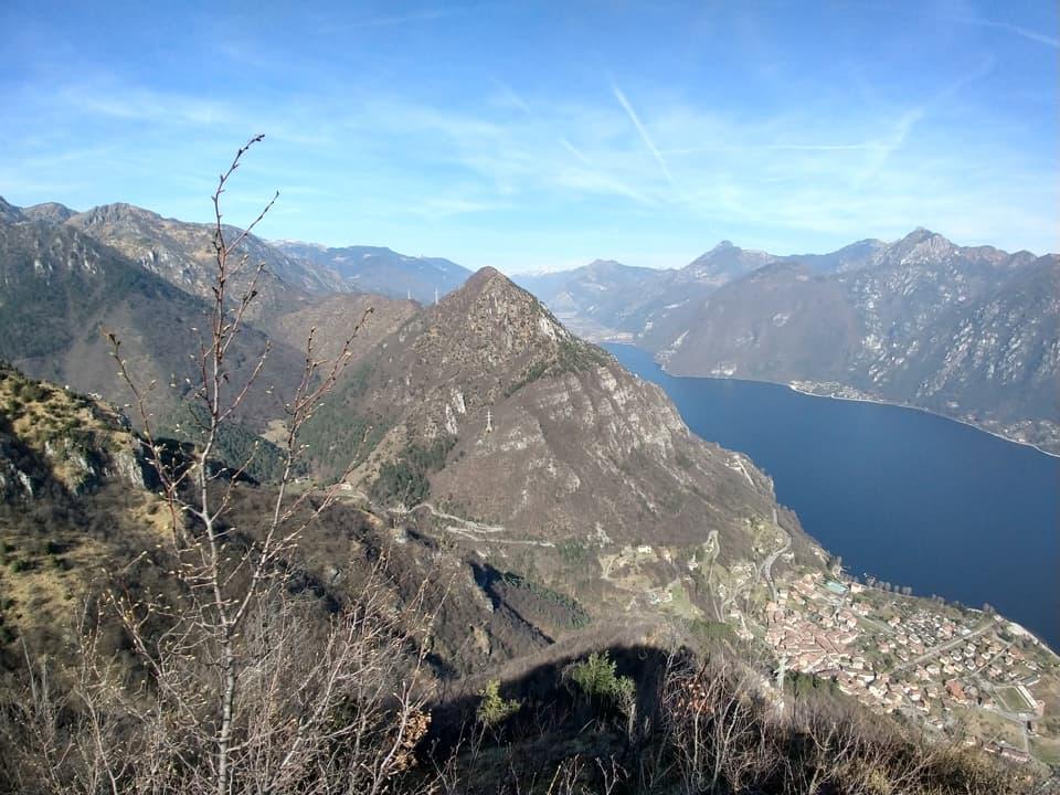 Dalla Croce dei minatori è possibile ammirare la punta settentrionale del Lago d'Idro