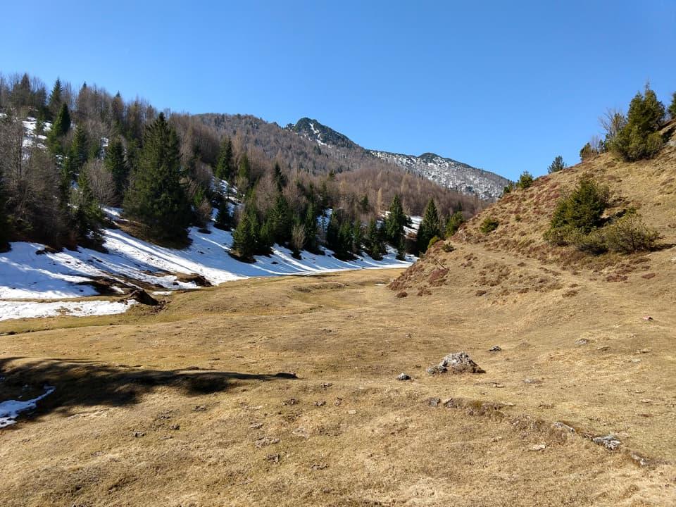 Suggestivo passaggio lungo la bellissima valle di Levras