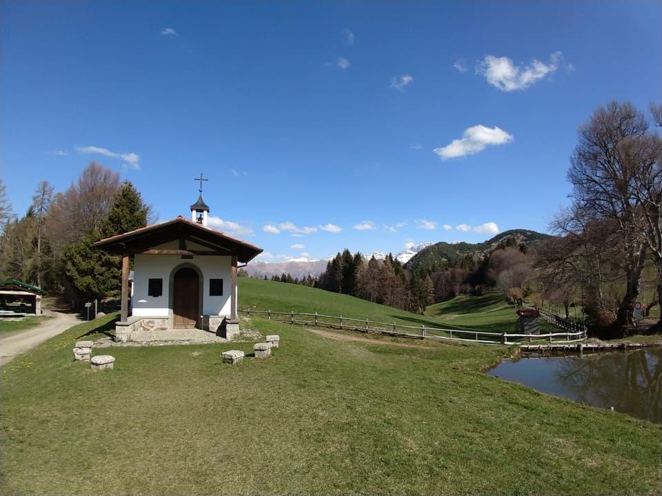 La bella chiesetta di San Fermo, località molto frequentata nel periodo estivo