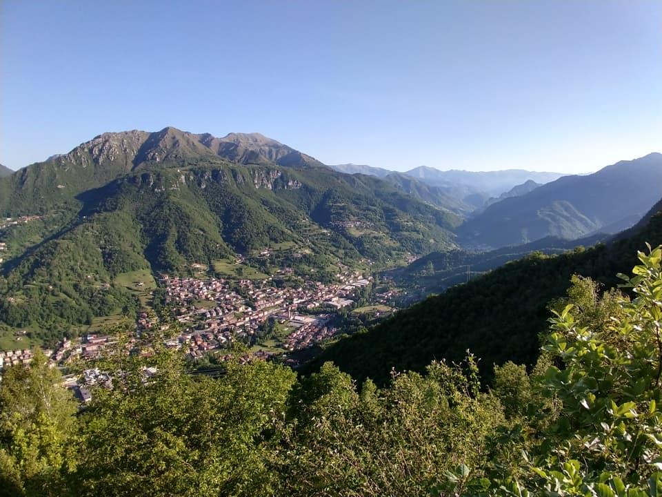 Nonostante la modesta altitudine è possibile godere di un panorama piuttosto ampio