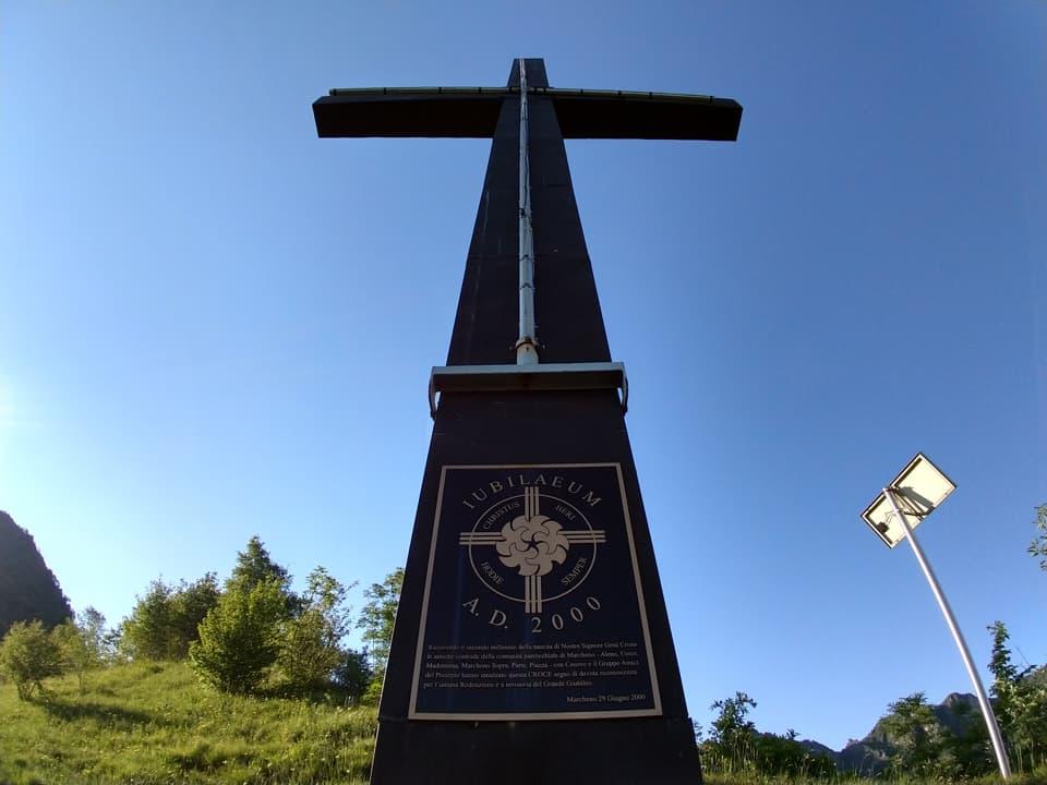 Ecco l'imponente Croce in metallo posizionata in occasione del Giubileo del 2000