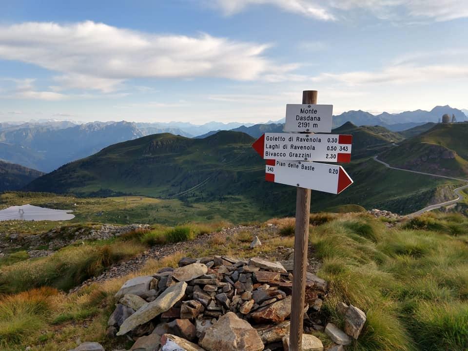 La vetta del Monte Dasdana offre subito un assaggio dello splendido panorama che mi attende