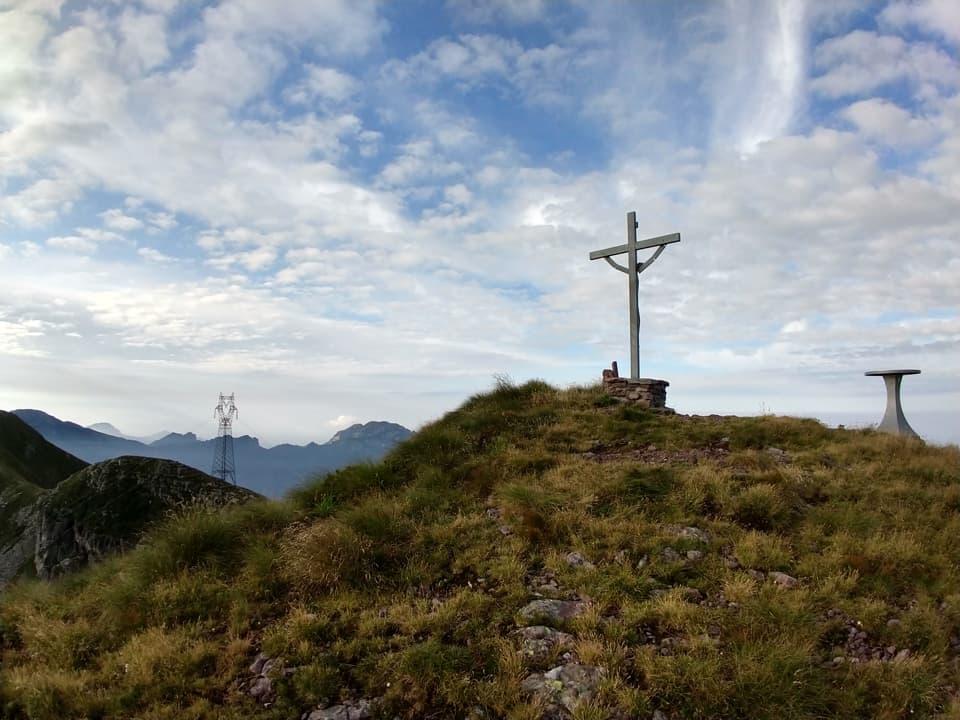 Il Monte Colombine, con i suoi 2217m, è la vetta principale di questa escursione