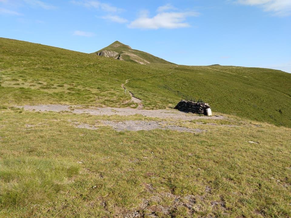 Eccomi giunto al Passo delle Sette Crocette, sullo sfondo il Monte Crestoso