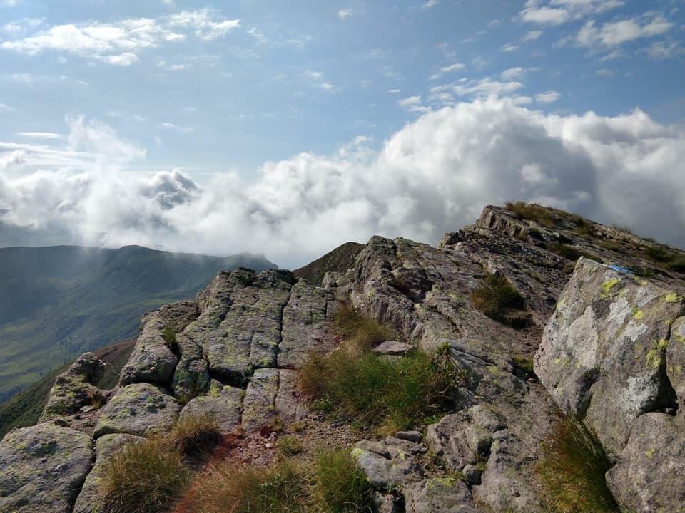 La roccia, l'erba e il cielo: ecco gli elementi che compongono quest'opera d'arte di Madre Natura