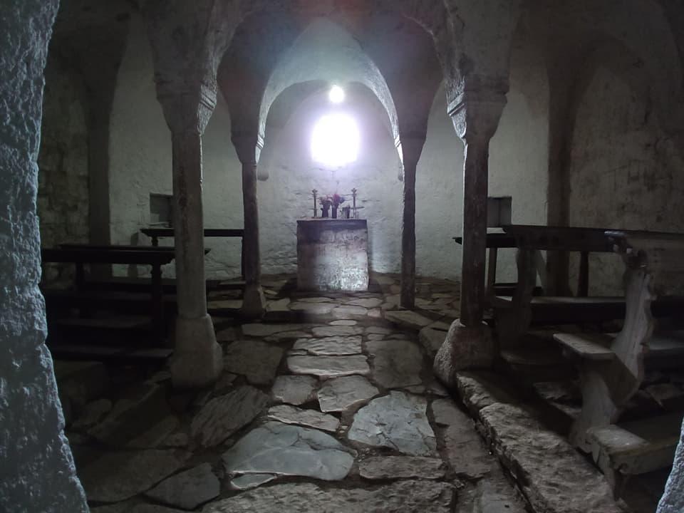 Giunti all'Eremo di San Glisente è possibile visitarne la cupa e misteriosa Cripta