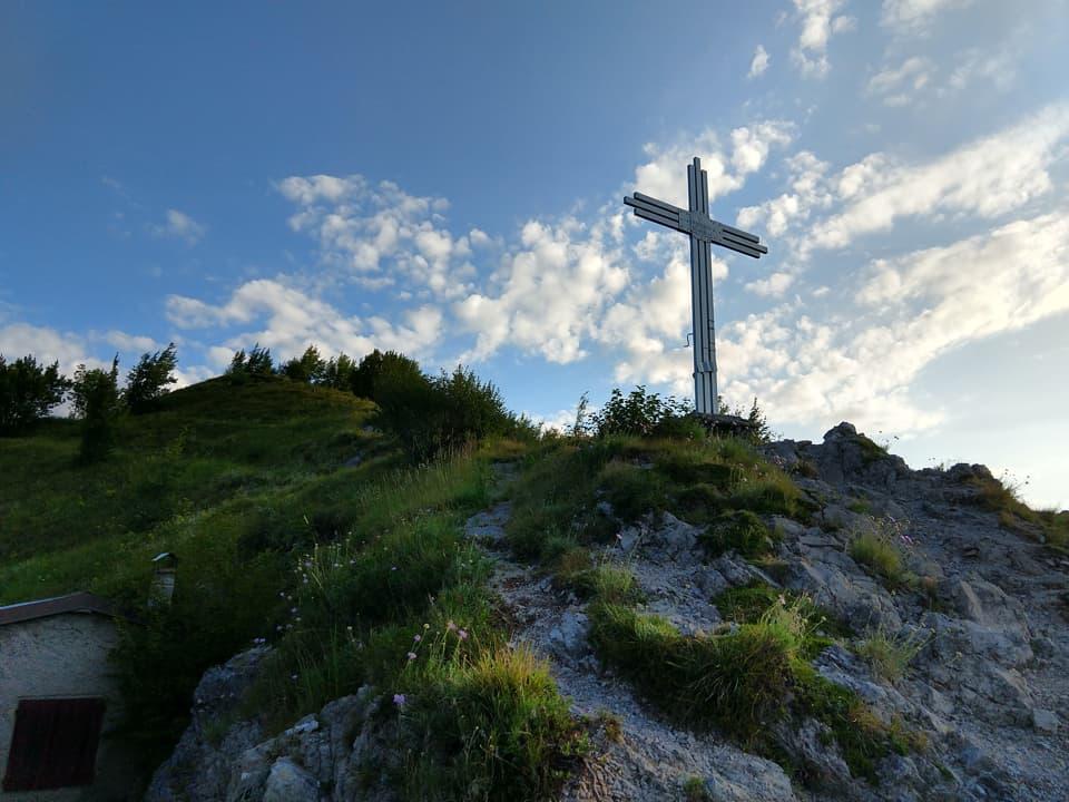 Eccomi giunto in prossimità della suggestiva Croce del Monte Censo