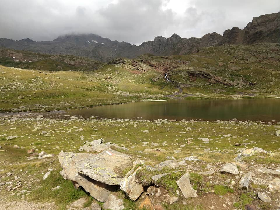 Dopo aver affrontato una comoda discesa raggiungiamo il Lago di Ercavallo per poi rientrare al rifugio