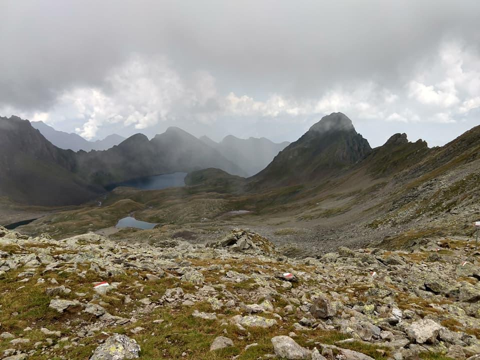 Superato il Passo del Torsoleto il panorama si apre verso la Val Brandet e il Lago di Picol
