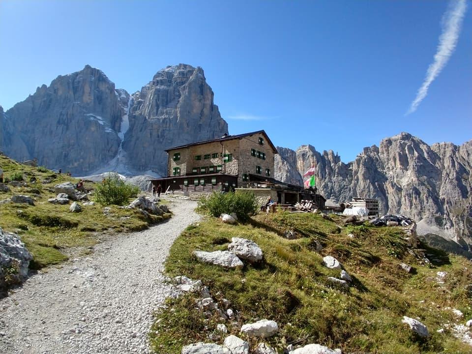 Siamo finalmente giunti al Rifugio Brentei, prima tappa di questa lunga escursione