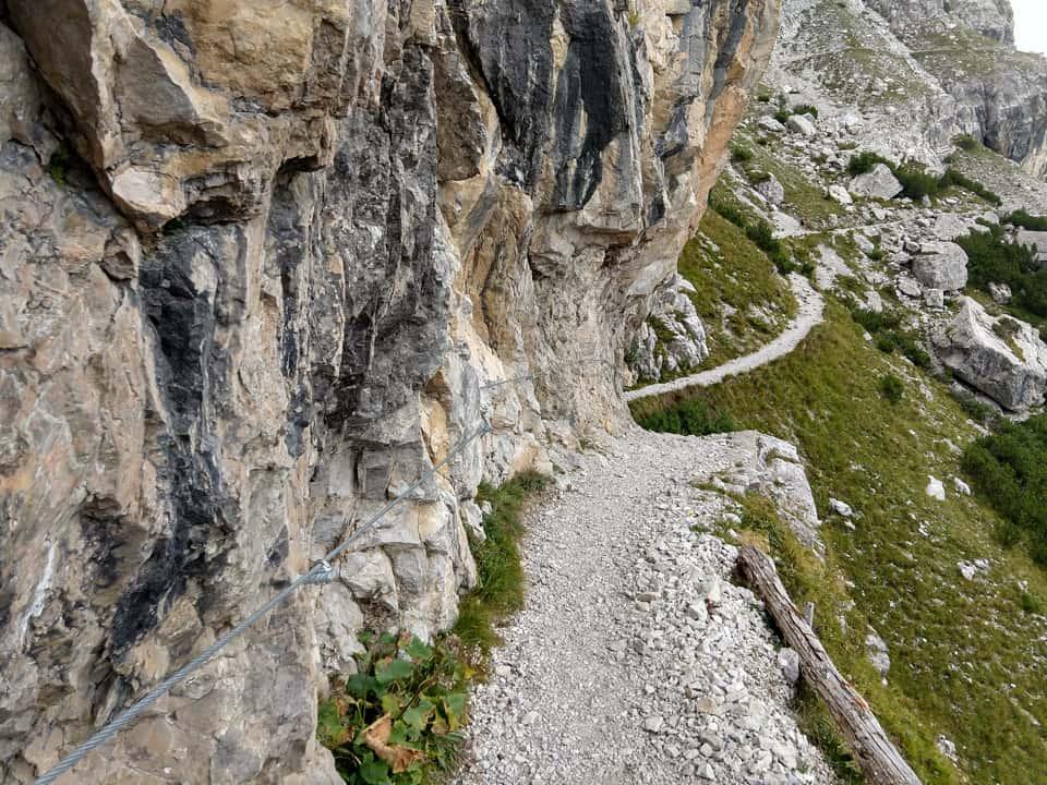Il sentiero di discesa è sempre ampio e consente di scendere agevolmente al Rifugio Casinei