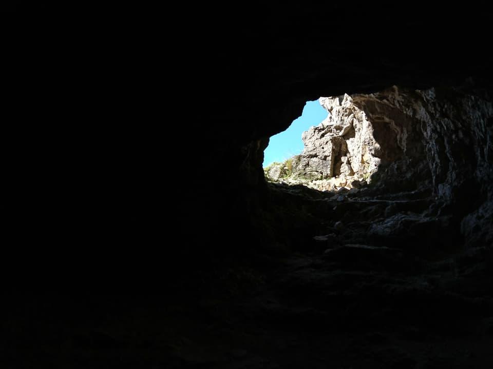 Il buio delle gallerie e la luce del giorno, elementi che si alternano durante tutta la salita