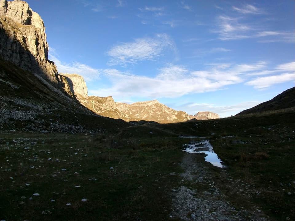 Camminare durante le prime ore del mattino attraverso questa bella vallata è davvero molto rilassante.