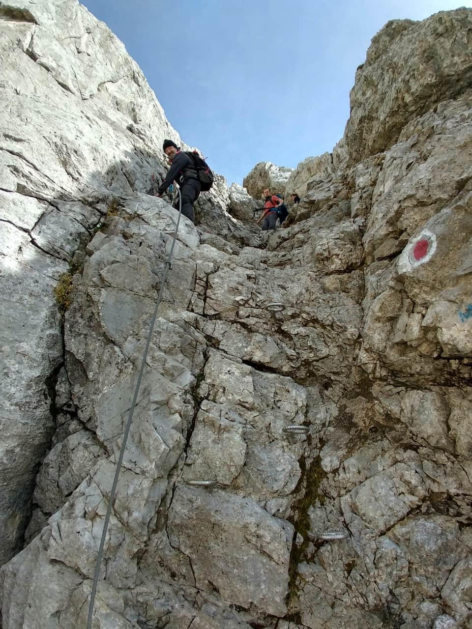 Il tratto attrezzato, seppur breve, è consigliato soltanto a escursionisti esperti.