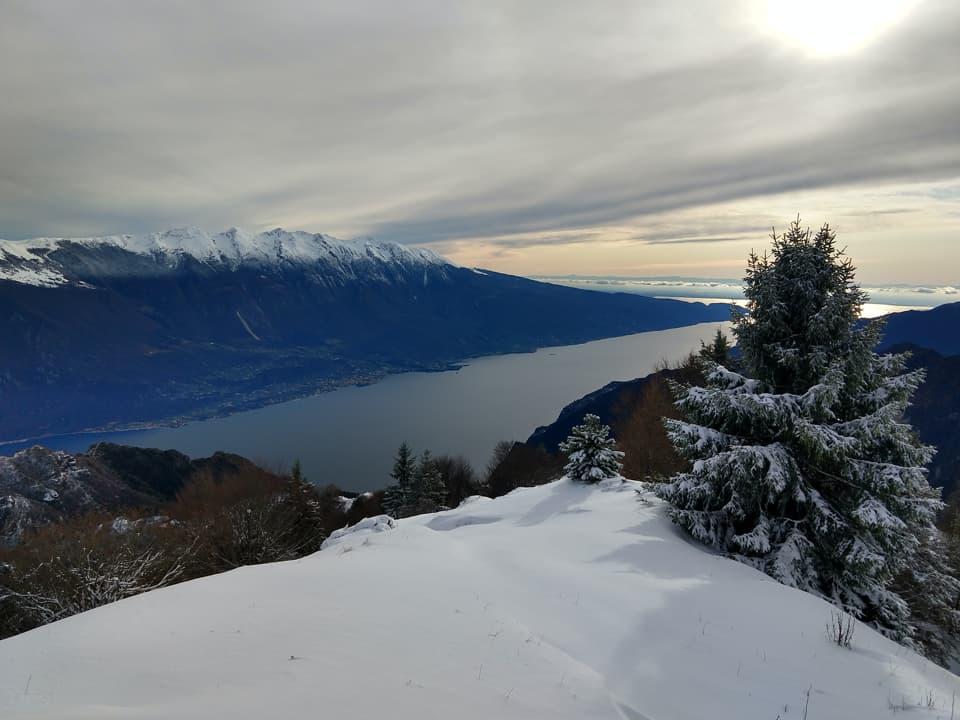 La salita al Monte Carone risulterà molto faticosa a causa della neve fresca offrendo però scenari fiabeschi.