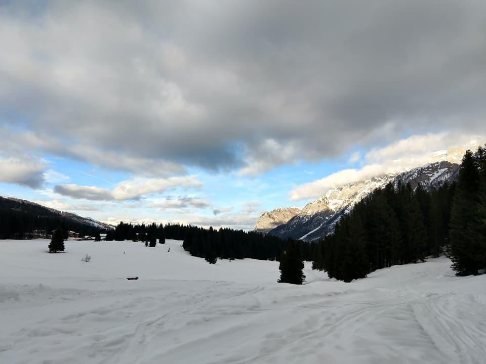 Le nuvole ci accompagnano anche durante la discesa che avverrà principalmente a bordo delle piste da sci