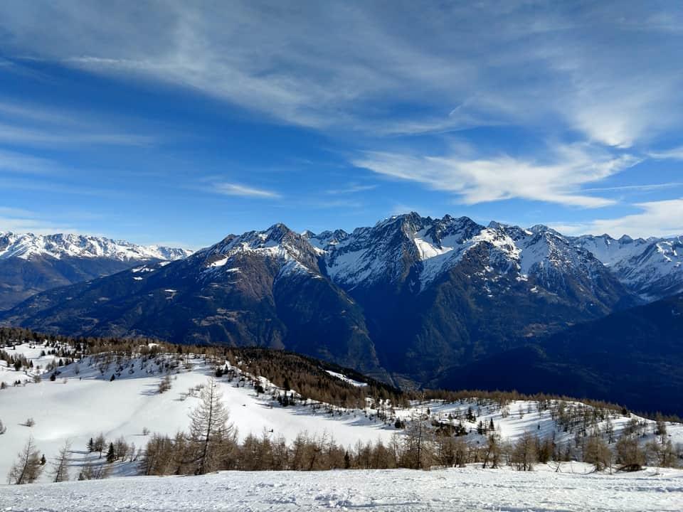 Alle nostre spalle il panorama è davvero unico: la catena montuosa del Monte Adamello