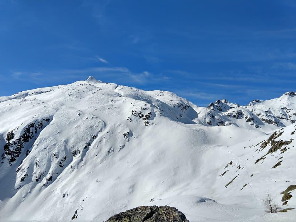 La seconda parte dell'ascesa richiede molta attenzione, il pendio è ripido e le condizioni del manto nevoso sono pessime