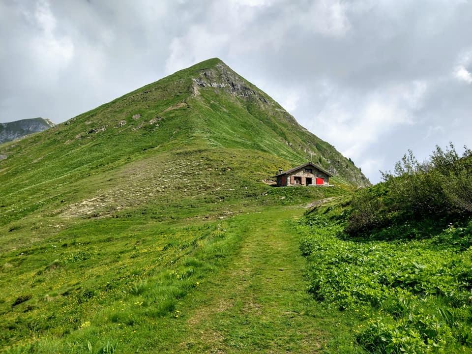 Eccoci giunti in prossimità del Bivacco del Passo di Bruffione, la prima meta del nostro itinerario