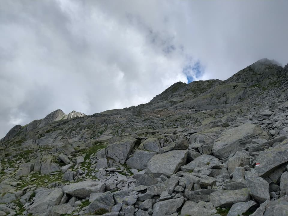 Rinunciamo alla seconda vetta, il Monte Bruffione, oggi non ci sono le condizioni adatte