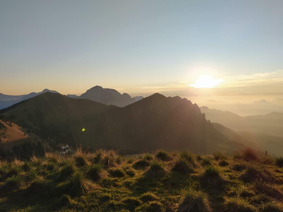 Ecco l'alba: viverla in montagna è sempre emozionante!