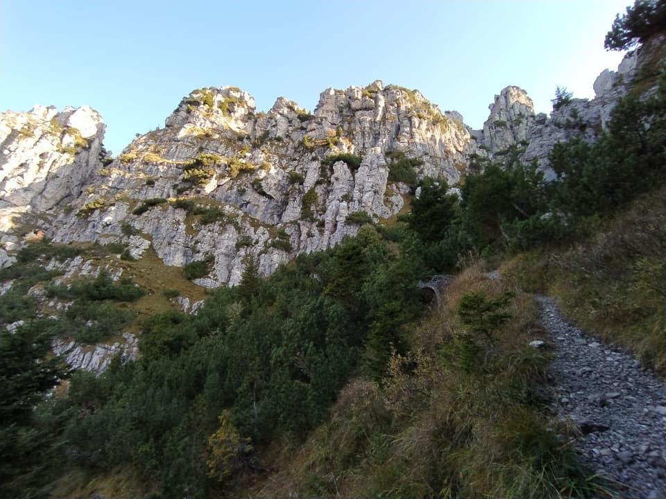 La variante alta del 3V consente di ammirare la Corna Blacca dal versante Valsabbino.